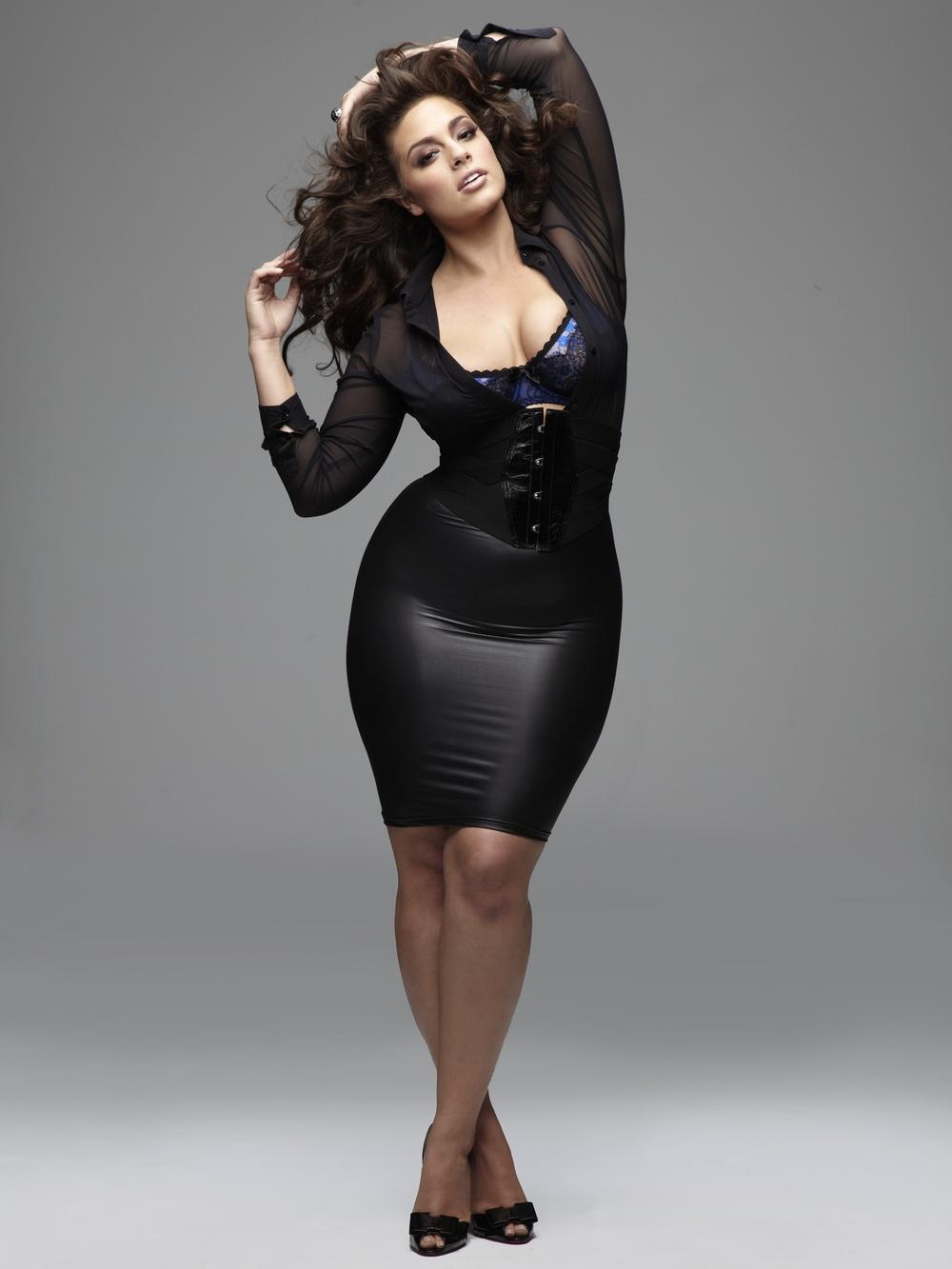 Женщины с огромными формами